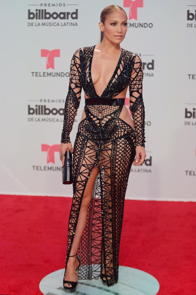 H too hot Jennifer Lopez με υπεραποκαλυπτική τουαλέτα Julien MacDonald.