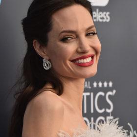 Angelina Jolie: Αποκαλύπτει γιατί πραγματικά χώρισε με τον Brad Pitt