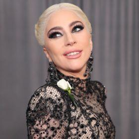 Wow! Περιμένετε μέχρι να δείτε πώς δείχνουν τα μαλλιά της Lady Gaga από πίσω