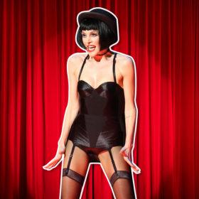Τι φόρεσαν οι celebrities που έδωσαν το παρών στο Παλλάς για το «Cabaret»;