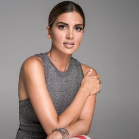 Σταματίνα Τσιμτσιλή: Δείτε με τι φόρεμα συνδύασε τα μαύρα δαντελένια πέδιλα από τα Zara