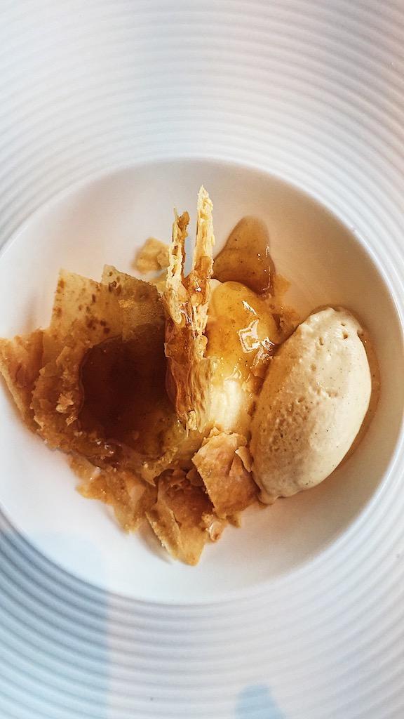 Γαλακτομπούρεκο με παγωτό από καραμελωμένο βούτυρο (Βασίλαινας)