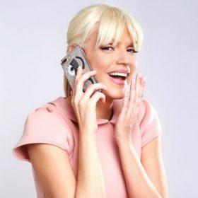 Σάσα Σταμάτη: Το χρυσό φόρεμα Celia Kritharioti, το My Style Rocks και η ανανέωση του hair look της