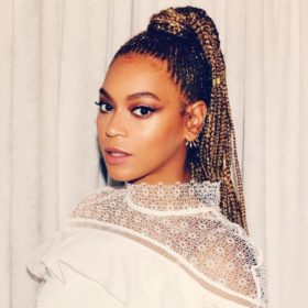 Whaaaat? Τα μαλλιά της Beyonce φτάνουν μέχρι τα γόνατά της;