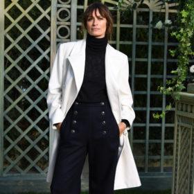 Μία από τις αγαπημένες μας Γαλλίδες φόρεσε τα H&M μποτάκια που θέλουμε