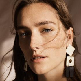 Τα σκουλαρίκια είναι το μοναδικό αξεσουάρ που χρειάζεστε για τη νέα σεζόν