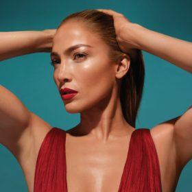 Stop the Press: Η Jennifer Lopez βγάζει την πρώτη της συλλογή μακιγιάζ