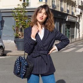 Η αγαπημένη μας Γαλλίδα φοράει το σακάκι που θα γίνει η απόλυτη τάση