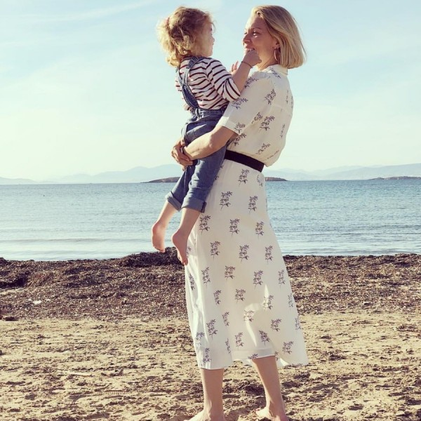 Ok, η κόρη της Βίκυς Καγιά είναι ένας άγγελος: Δείτε όλες τις φωτογραφίες της