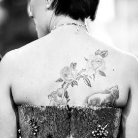 Νέος έρωτας για καλλονή ηθοποιό: Τα πολύ κοντά καστανά μαλλιά, το τεράστιο tattoo και ο νέος hot σύντροφος