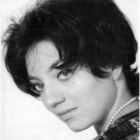 «Έφυγε» από τη ζωή η τραγουδίστρια Ζωή Κουρούκλη λίγους μήνες μετά την ξαδέρφη της, Ζωή Λάσκαρη