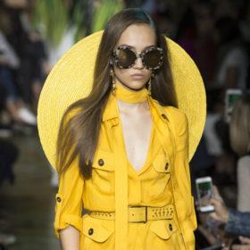 Βρήκαμε τα γυαλιά ηλίου που θα φορέσετε αυτό το καλοκαίρι