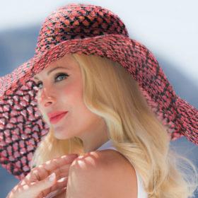 Η αγαπημένη σειρά περιποίησης της Ελένης Μενεγάκη έχει το πιο υπέροχο καλοκαιρινό άρωμα
