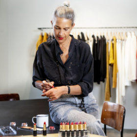 Isabel Marant x L'Oréal Paris: Η συλλογή που θα κάνει το french chic μακιγιάζ παιχνιδάκι