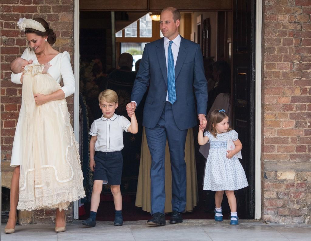 Prince Louis christening, Ο πρίγκιπας Louis βαπτίστηκε! Δείτε όλες τις φωτογραφίες από το μυστήριο