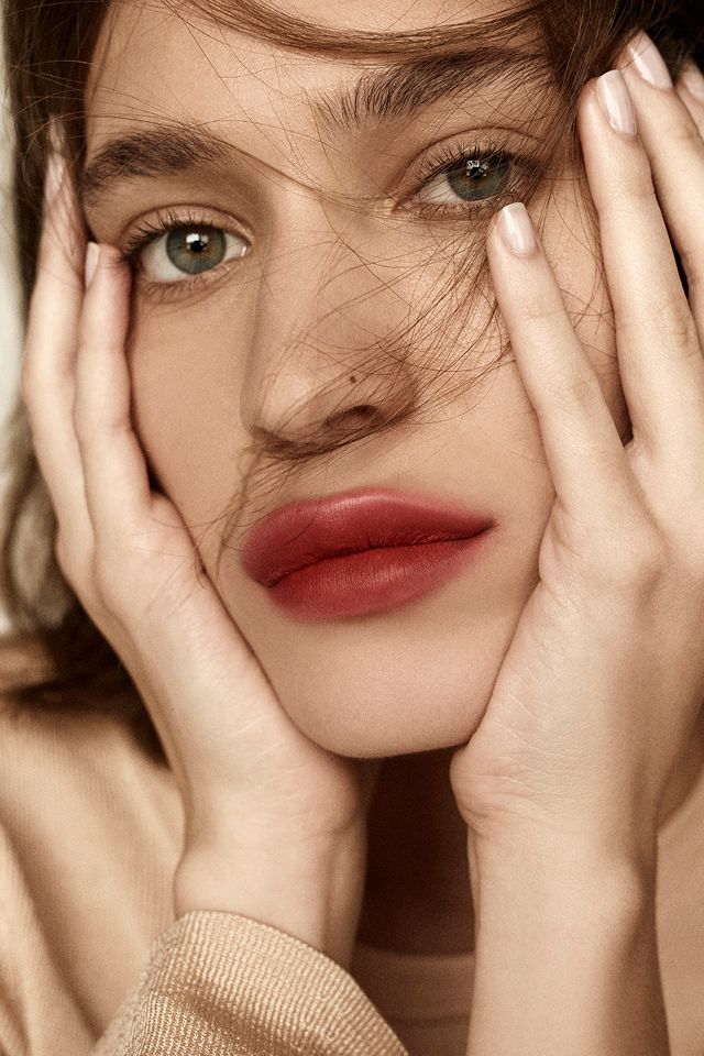 blurred lips, Τα beauty trends που θα βλέπετε παντού φέτος το καλοκαίρι
