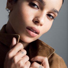 Zoë Kravitz: Ο νέος της ρόλος στον κόσμο της ομορφιάς μας έχει ενθουσιάσει