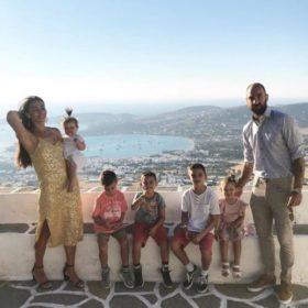 Ολυμπία Χοψονίδου – Βασίλης Σπανούλης: Δείτε υπέροχες φωτογραφίες με τα παιδιά τους με αφορμή τις διακοπές τους