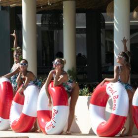 Ένα pool party στη Μύκονο με τον διάσημο οίκο Orlebar Brown