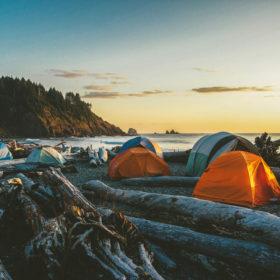 Must-Have: Τα πέντε προϊόντα που χρειάζεστε αν κάνετε camping το καλοκαίρι