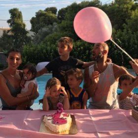 Ολυμπία Χοψονίδου – Βασίλης Σπανούλης: Φωτογραφίες από το πάρτι της πολύτεκνης οικογένειας