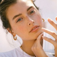 jessica clements, model, face, skin, freckles, hoops