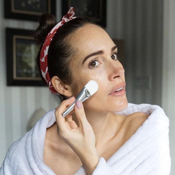 doing makeup, makigiaz,