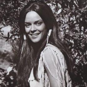 Κορίνα Τσοπέη: Στη Μύκονο η πρώτη Ελληνίδα Μις Υφήλιος-Δείτε τη με την πανύψηλη ανιψιά της