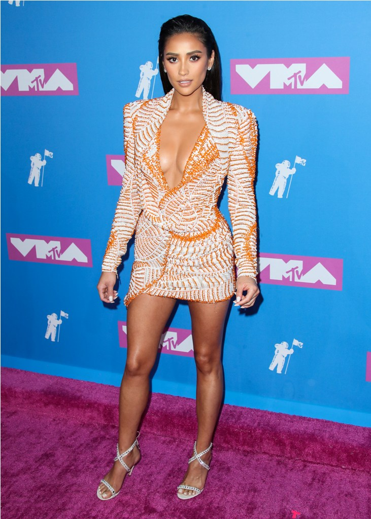 MANHATTAN, NEW YORK CITY, NY, USA - AUGUST 20: 2018 MTV Video Music Awards held at the Radio City Music Hall on August 20, 2018 in Manhattan, New York City, New York, United States. (Photo by Xavier Collin/Image Press Agency/Splash News)  Pictured: Shay Mitchell Ref: SPL5017499 200818 NON-EXCLUSIVE Picture by: Xavier Collin/Image Press Agency/Splash News / SplashNews.com  Splash News and Pictures Los Angeles: 310-821-2666 New York: 212-619-2666 London: 0207 644 7656 Milan: +39 02 4399 8577 Sydney: +61 02 9240 7700 photodesk@splashnews.com  World Rights