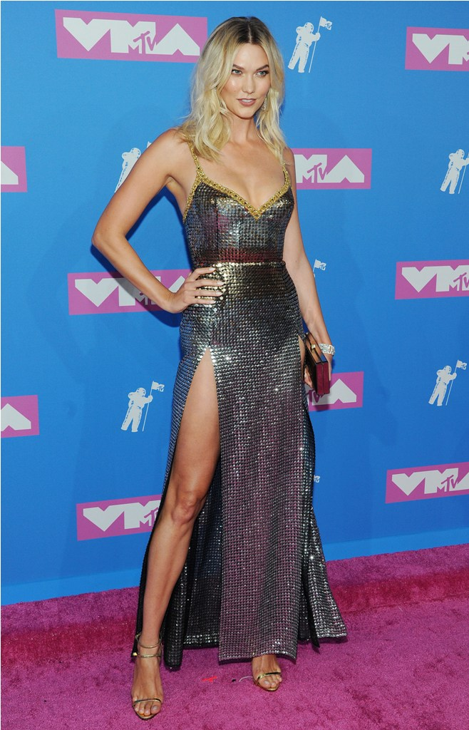 2018 MTV Video Music Awards in New York, NY.  Pictured: Karlie Kloss,Jennifer Lopez Ref: SPL5017556 200818 NON-EXCLUSIVE Picture by: SplashNews.com  Splash News and Pictures Los Angeles: 310-821-2666 New York: 212-619-2666 London: 0207 644 7656 Milan: +39 02 4399 8577 Sydney: +61 02 9240 7700 photodesk@splashnews.com  World Rights, No France Rights