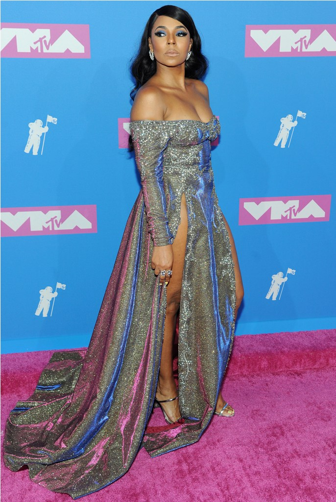 2018 MTV Video Music Awards in New York, NY.  Pictured: Ashanti,Jennifer Lopez Ref: SPL5017556 200818 NON-EXCLUSIVE Picture by: SplashNews.com  Splash News and Pictures Los Angeles: 310-821-2666 New York: 212-619-2666 London: 0207 644 7656 Milan: +39 02 4399 8577 Sydney: +61 02 9240 7700 photodesk@splashnews.com  World Rights, No France Rights