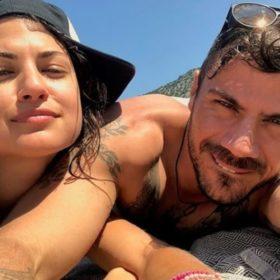 Full in love ο Άκης Πετρετζίκης: Δείτε τον με την κοπέλα του (και από πού την ξέρετε)