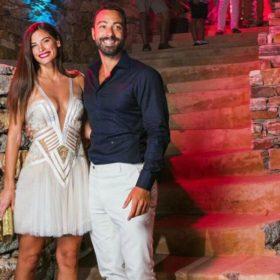 Σάκης Τανιμανίδης – Χριστίνα Μπόμπα: Δείτε πλάνα από το χθεσινό pre-wedding party τους! Τι φόρεσε η μέλλουσα νύφη