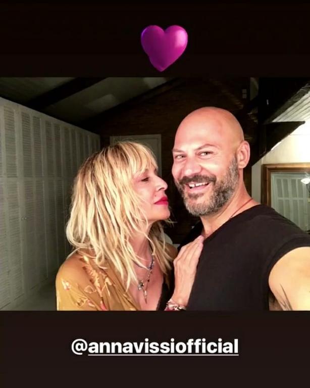 Η Άννα Βίσση άλλαξε τα μαλλιά της και δείχνει πολλά χρόνια νεότερη
