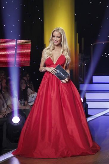 Ποια φόρεσε καλύτερα το κόκκινο φόρεμα;