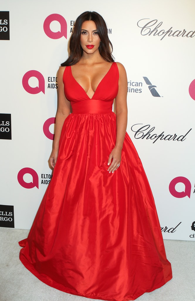 kim-kardashian, red dress, Ποια φόρεσε καλύτερα το κόκκινο φόρεμα;