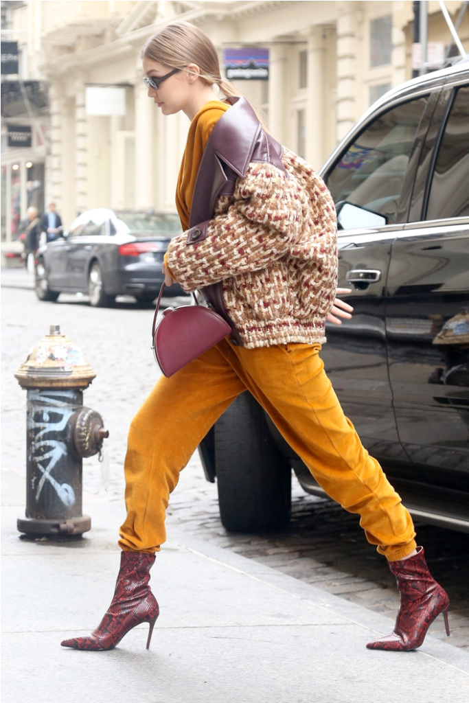 Gigi Hadid wears MANGO Snake-effect ankle boot οικονομικά μποτίνια της Gigi Hadid