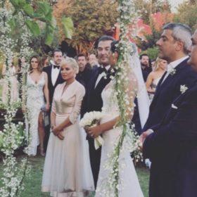 Αντώνης Ρέμος και Υβόννη Μπόσνιακ παντρεύτηκαν: Το εντυπωσιακό νυφικό και οι καλεσμένοι (τα πρώτα πλάνα)
