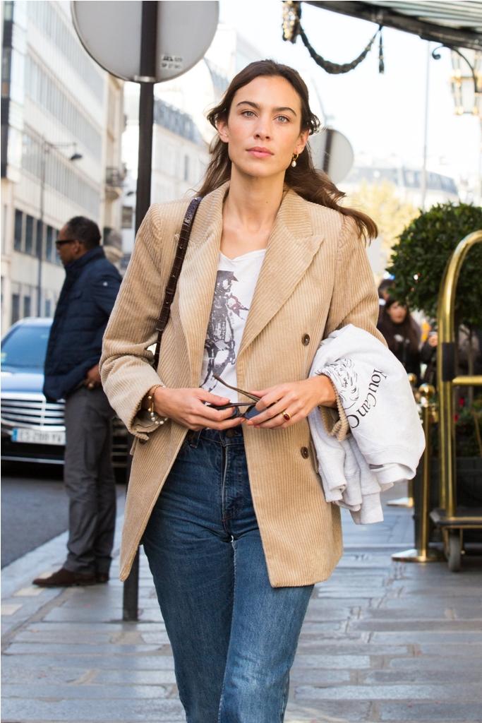 Alexa Chung spotted wearing MANGO blazer 1 οικονομικό σακάκι