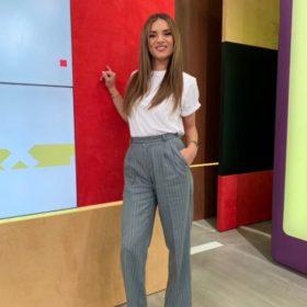 Η Ελένη Τσολάκη με t-shirt Victoria Beckham