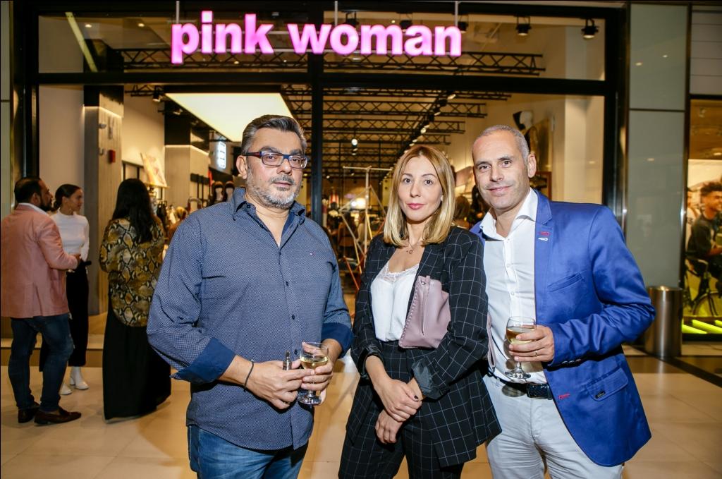 Μαρία Τσαντίλα Marketing Director της Pink Woman μαζί με συνεργάτες  της Pink Woman