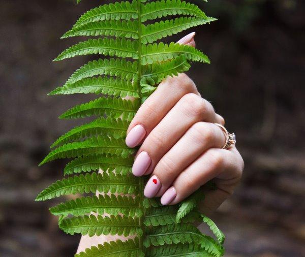 nails leaf manicure