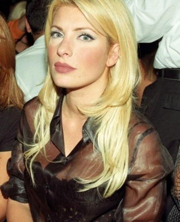 2002 Eleni Menegaki Ελένη Μενεγάκη ξανθά μαλλιά