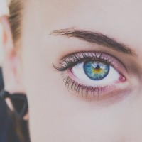 woman eye mascara 600x600