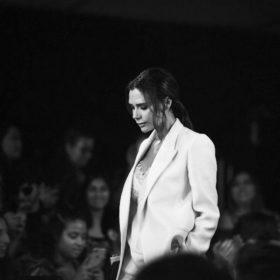 Victoria Beckham: Το fashion icon της χρόνιας έκανε τους πάντες να δακρύσουν με τον λόγο της