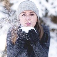 woman snow δέρμα χειμώνας 600