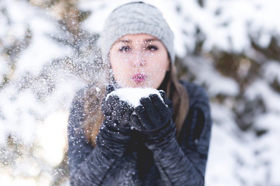 woman snow δέρμα χειμώνας