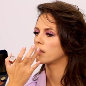 Η Ραμόνα Βλαντή κάνει το disco makeup της Kaia Gerber