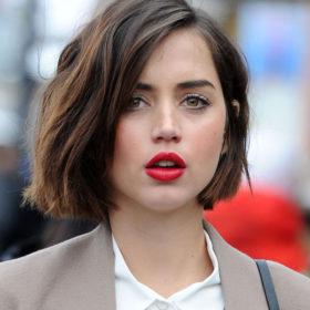 Ένα ανέξοδο trick που θα κάνει τα χείλη σας να δείχνουν πιο ζουμερά