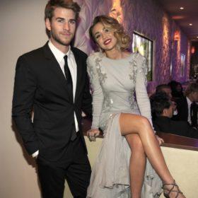 Η Miley Cyrus ανέβασε στο Instagram της νέες φωτογραφίες από τον γάμο της με τον Liam Hemsworth